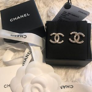 Chanel 20A gold/crystal studs
